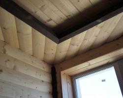 Блок-хаус на стенах и потолке