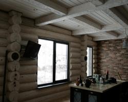 Классический потолок из деревянных балок