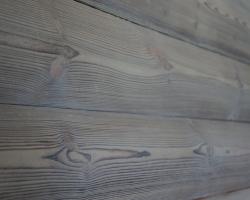 Специальная шлифовка выделяет тукстуру поверхности блок-хауса